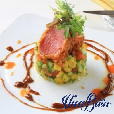 Cá Ngừ Bọc Hạt Điều Cay & Salad Thơm